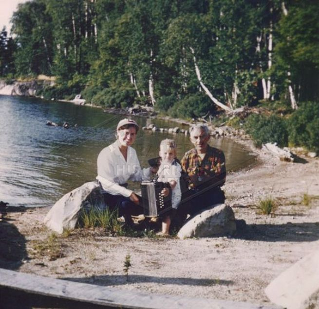 Ruth Fruehauf with Baby Randall and Walter Bellchambers at Killarney Lodge, Canada