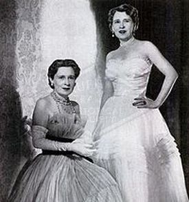 Gloria Morgan Vanderbilt (left) with her identical twin, Thelma, Viscountess Furness, in 1955.